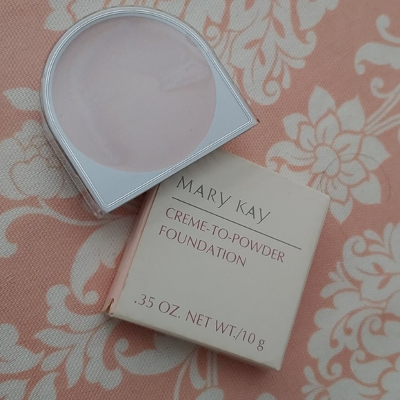 Mary Kay creme to powder foundation beige 2.0